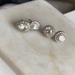 Set of 2 sparkly stud earrings